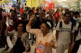 Manifestação contra racismo em shopping tem debate e passeata