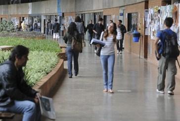 Depressão na universidade: como a pressão acadêmica afeta a saúde mental.