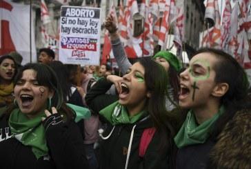 Milhares de mulheres se juntam na Argentina no ano da luta pelo aborto legal