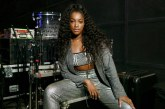 'Abri show para o Coldplay, mas o pior foi cantar olhando para Gil', revela a cantora Iza