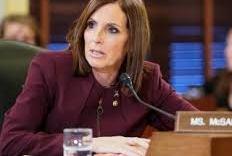 Senadora americana revela que foi estuprada quando serviu na Força Aérea