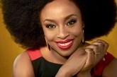 Chimamanda: a voz do feminismo critica o racismo e defende homens feministas