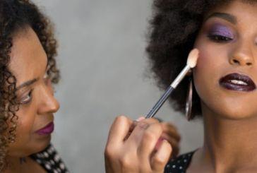 Profissionais relatam casos de racismo no mercado de maquiagem