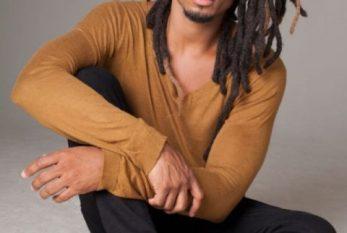 Orlando Caldeira, ator da novela Verão 90 tem iniciativas de combate ao racismo