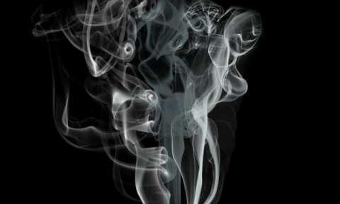 Imagem de fumaça com formas de corpo