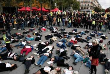 Mulheres reúnem-se em Paris para protestar contra violência doméstica