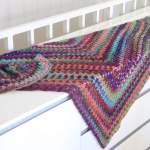 Ein buntes Dreieckstuch häkeln in warmen Herbstfarben