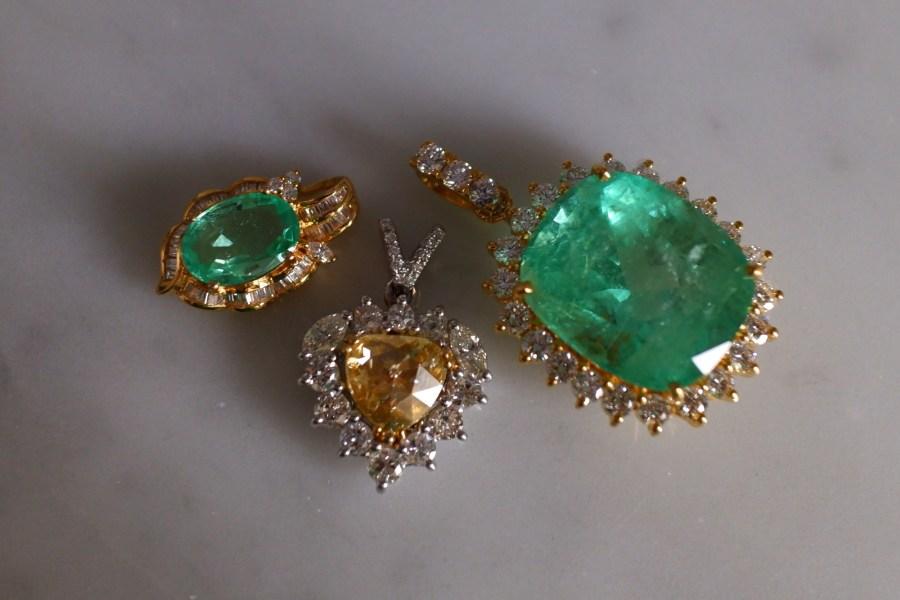 Gem Gardener, colombian emerald pendant, big emerald pendant, emerald diamond pendant, emerald pendant singapore, big emerald pendant, emerald jewellery singapore, minor oil emerald