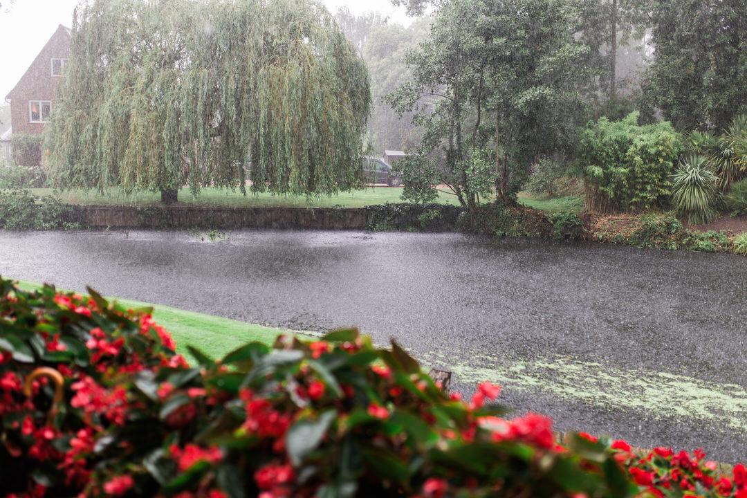 rainy wedding at Le Talbooth