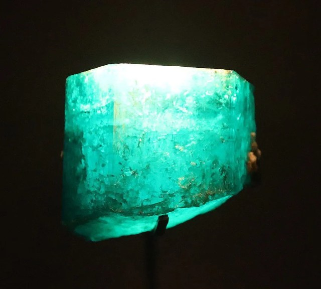 The Duke of Devonshire Emerald: 1,383.93-carat uncut emerald from Muzo, Colombia.