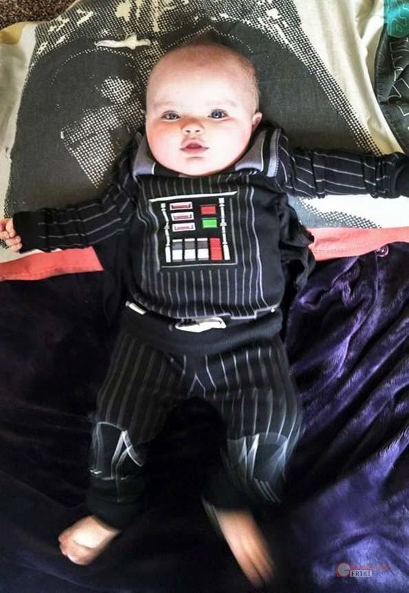 131-Bebe-Darth-Vader