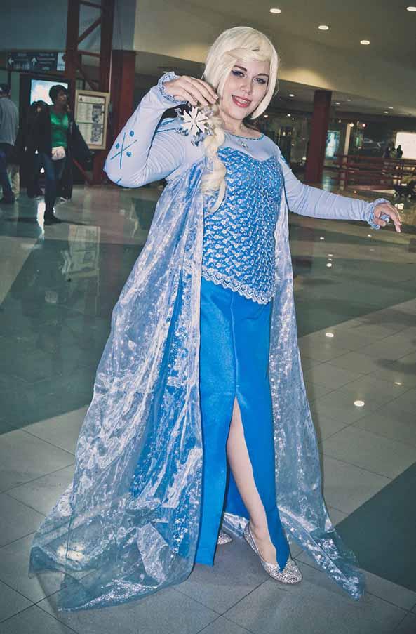 22-Cosplay-Elsa-Frozen