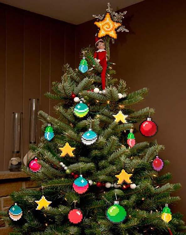 10-Arbol-Navidad-Frikis-Pixel