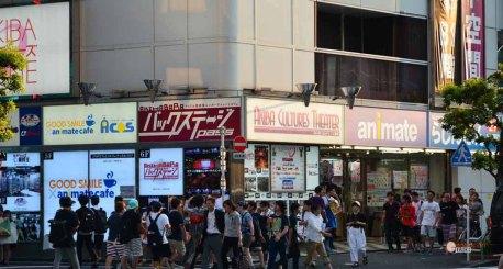 generacion-friki-en-japon-akihabara-fachadas-4