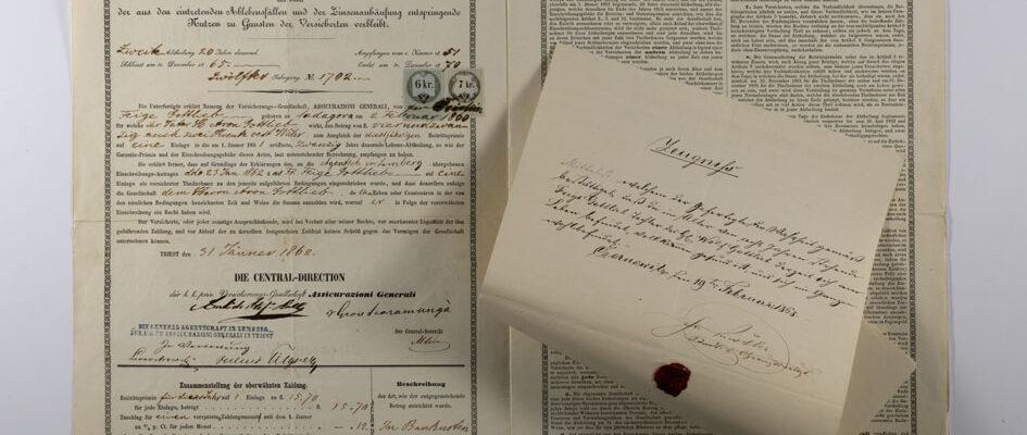 1. Polizza vita di Feige Gottlieb (Czernowitz, 31 gennaio 1862) con particolare del certificato Kurrentschrift / ph. Duccio Zennaro