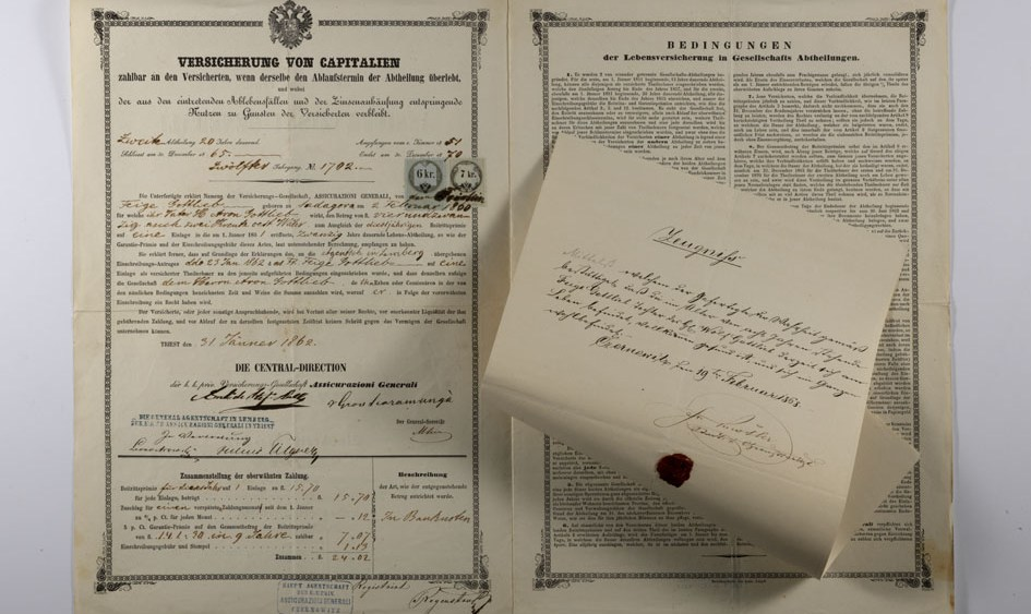 Feige Gottlieb's life policy (Czernowitz, January 31, 1862) with particulars of the Kurrentschrift certificate / ph. Duccio Zennaro