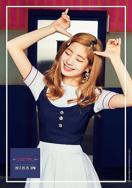 File:Dahyun - SIGNAL promo.jpg