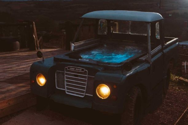 land-rover-hot-tub-bluebird-penthouse-caravan Airbnb
