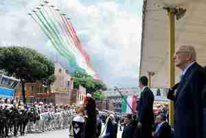 Acrobatic squad flies past ancient Colosseum during June 2 anniversary of Italy's unification
