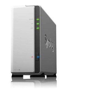 "NAS SYNOLOGY DS119J X 1HD 3.5""/2.5"" SATA2/3 >NO HD< CPU 800MHZ-DDR3L 256MB-1P GIGA-2P USB2.0-SUPP. FINO 5 TELEC. -GAR 2 ANNI-"