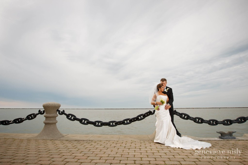 Cleveland, Copyright Genevieve Nisly Photography, Ohio, Spring, Voinovich Park, Wedding