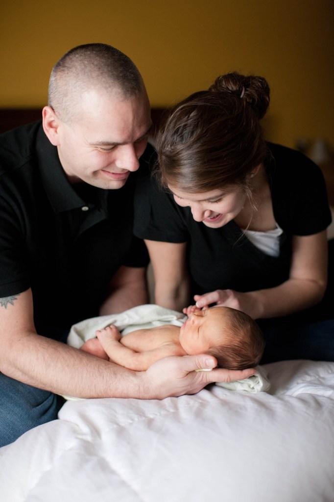 babies-044-cleveland-akron-portrait-photographer-genevieve-nisly-photography