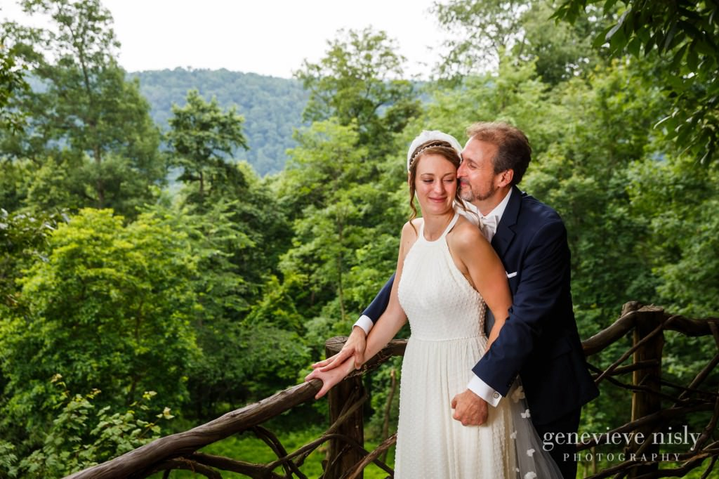 emily-cory-012-grand-barn-mohicans-wedding-photographer-genevieve-nisly-photography