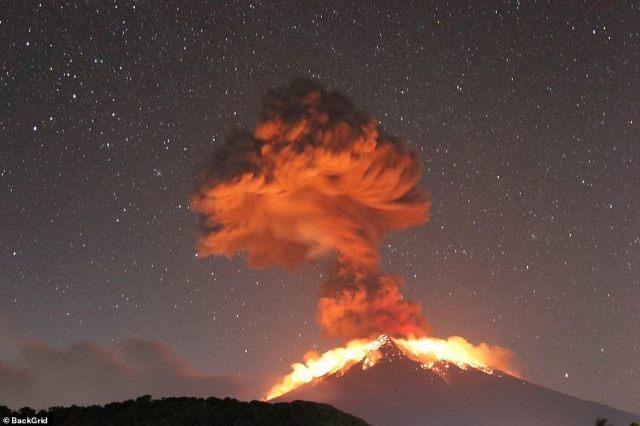 Gunung Bali Akhirnya Meletuskan Lavanya 1