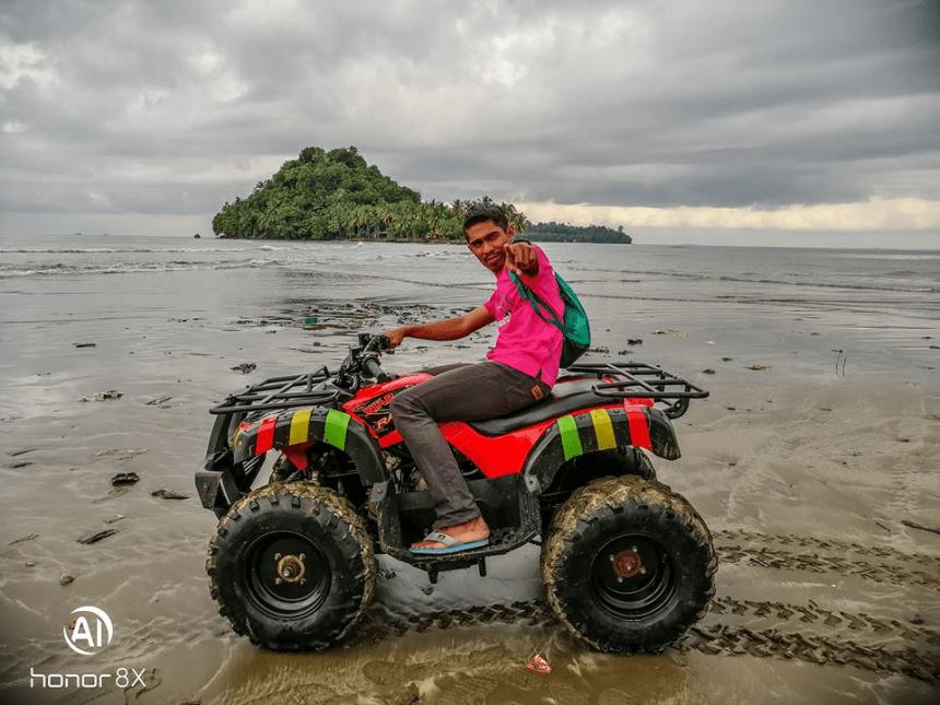 Lelaki Ini Bercuti Ke Lokasi Menarik Di Padang, Indonesia Dengan Modal Hanya RM600 Je! 13