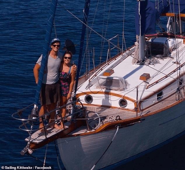 Berlayar Di Lautan, Pasangan Ini Tak Tahu Dunia Dilanda COVID-19 2