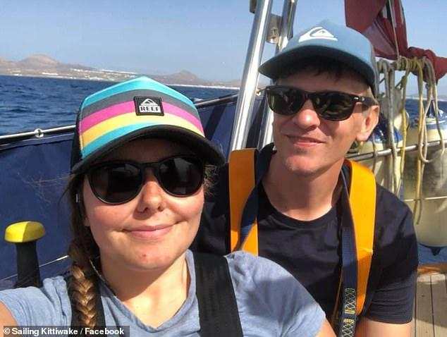 Berlayar Di Lautan, Pasangan Ini Tak Tahu Dunia Dilanda COVID-19 1