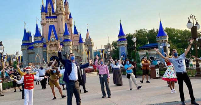 Amerika Tetap Buka Disney World Walaupun Kes COVID-19 Catat Lebih 10,000 Sehari