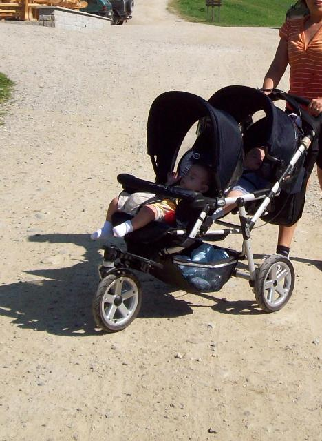 Come scegliere il passeggino gemellare | Genitorialmente