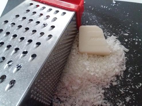 Come fare il sapone liquido corpo dalle saponette | Genitorialmente