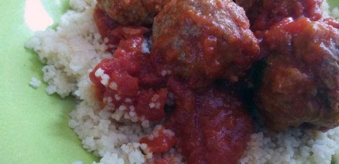 Polpette al sugo con cous-cous: ricetta piatto unico | Genitorialmente