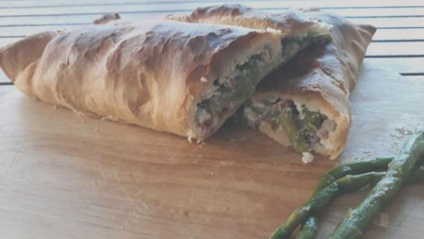 Strudel di sfoglia speck e asparagi: bimbi in cucina | Genitorialmente