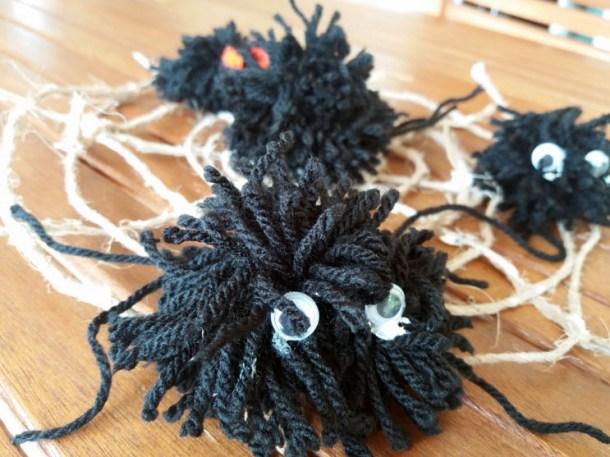 Mostri e ragnatele di lana lavoretti per Halloween | Genitorialmente
