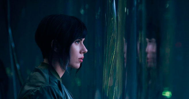 A atriz Scarlett Johansson caracterizada como Motoko Kusanagi