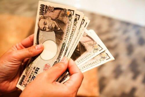 お金が欲しい時】金融業者親族借りるトラブル怖い現金化利用が安全とは