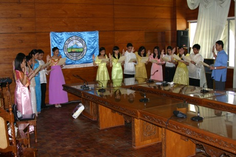 """Last year's GSC Junior Officials taking oath with Mayor Jun Acharon"""