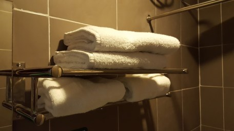 COLUMBUS PLAZA HOTEL TOWELS