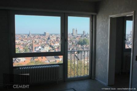 Uitzicht over de Gentse skyline vanuit een verlaten studio.