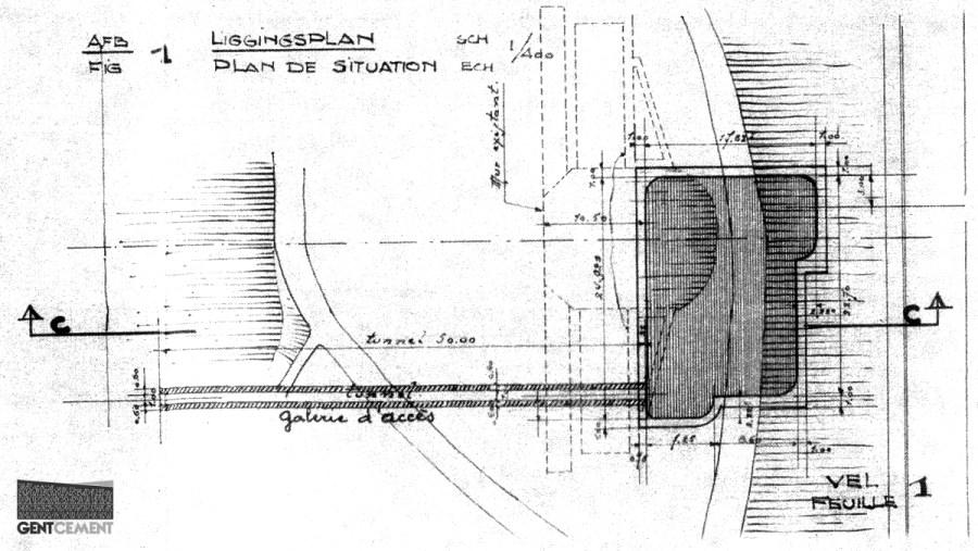 Het liggingsplan binnen het park, met de nooit gebouwde toegangstunnel.