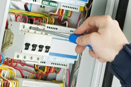 Electrician in Manteca CA wires a circuit breaker
