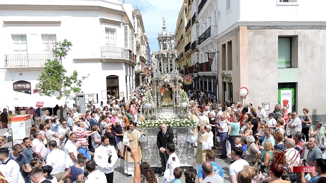 Lío en Cádiz: el Ayuntamiento hace coincidir el último domingo de Carnaval con el Corpus Christi