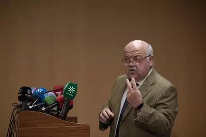 Aguirre apunta la posibilidad de que las procesiones regresen a Andalucía en septiembre
