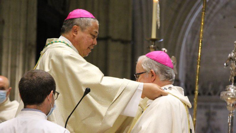 El nuncio apostólico impuso el palio arzobispal a monseñor Saiz Meneses, pastor de la Iglesia hispalense