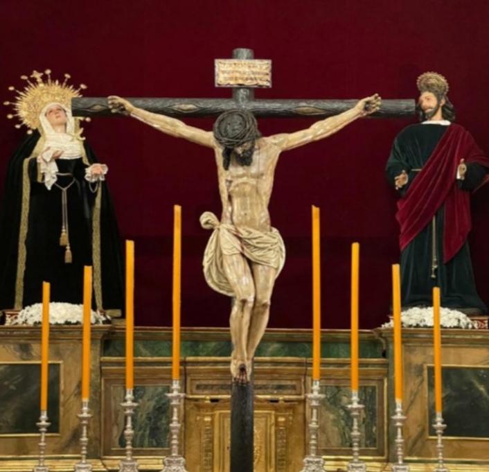El Cristo de la Salud de la Carretería vuelve a casa tras su restauración