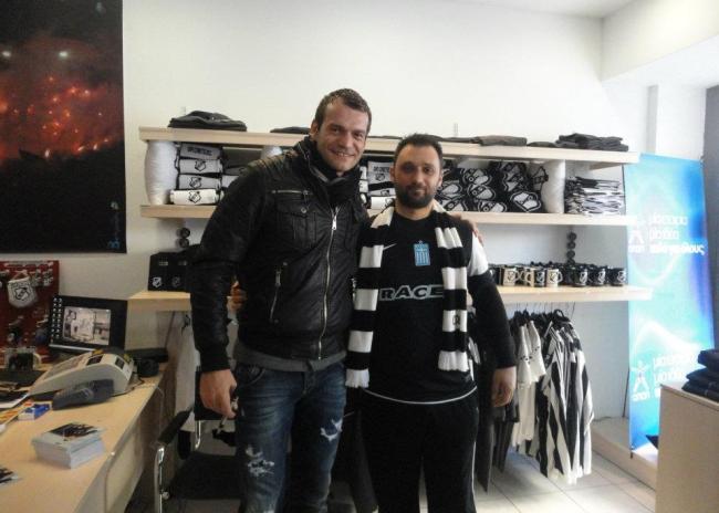 10αδες αυτόγραφα υπέγραψε ο Κάρολ στο OFI Crete FC Official Store