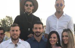 Με… τρελό καπέλο στο γάμο του Μανιά ο Τριανταφυλλόπουλος